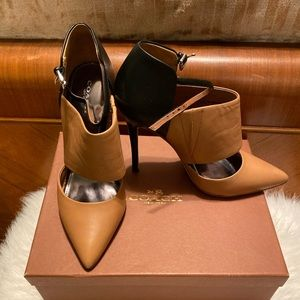 Coach Heels, black and natural/tan